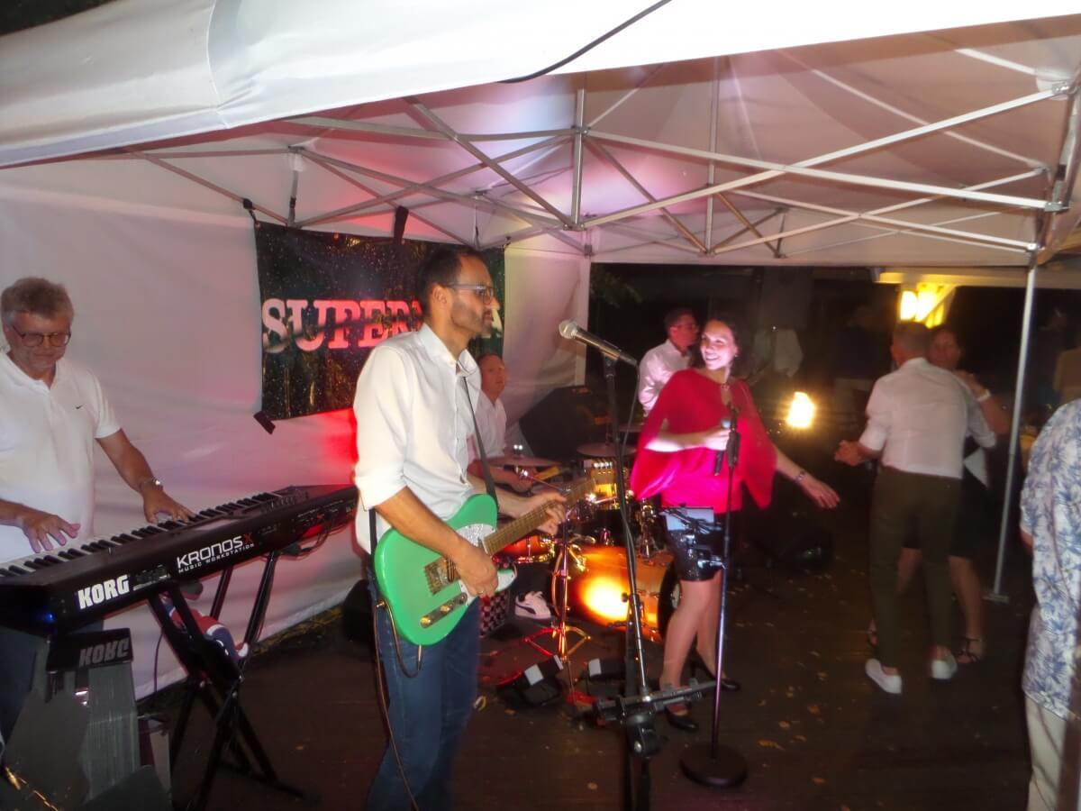 Tanzmusik beim Sommerfest des GCE